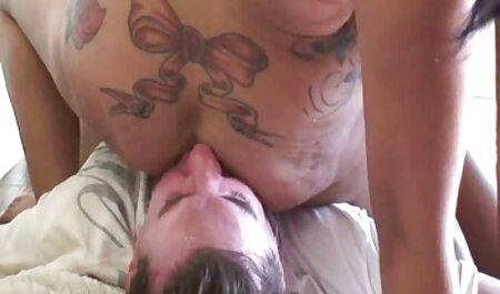 Estudiante hentai de one piece en español nerd se masturba en el sofá parte 6