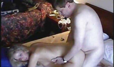 Chica caliente con grandes tetas chupa, folla y hentai en español taboo eyacula en la cámara