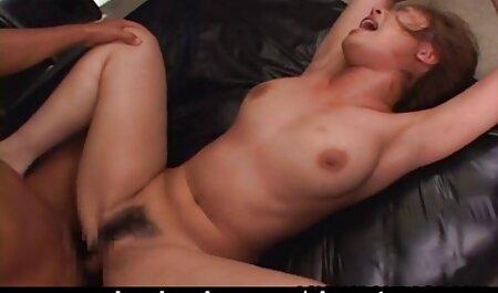 Puta joven tetona muestra ordeño hentay sup español en cámara y se sienta en un consolador