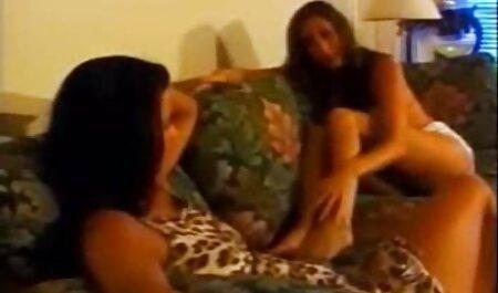 Chica porno hentai español tatuada bailando y dedos su coño en la cámara parte 10