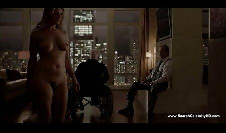 Mujer hentai porno sub español con curvas se adapta a los consoladores más grandes